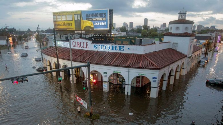 la-na-new-orleans-flood-20170810.jpg